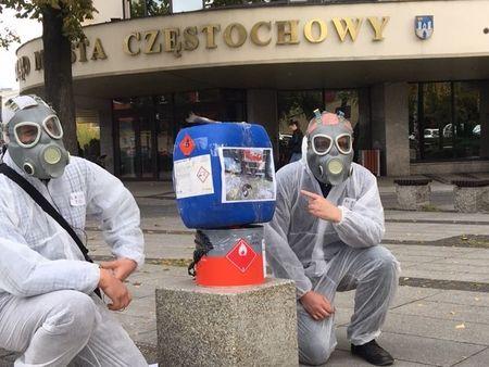 Spotkanie radnych poprzedził happening Częstochowskiego Alarmu Smogowego